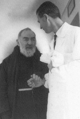 Padre Pio con il Prof. Nicola Bellantuono di Torremaggiore (Fg) - www.torremaggiore.com -