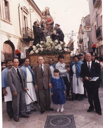 Portatori Madonna della Fontana Torremaggiore (Fg) - Anno 1986 - www.torremaggiore.com -
