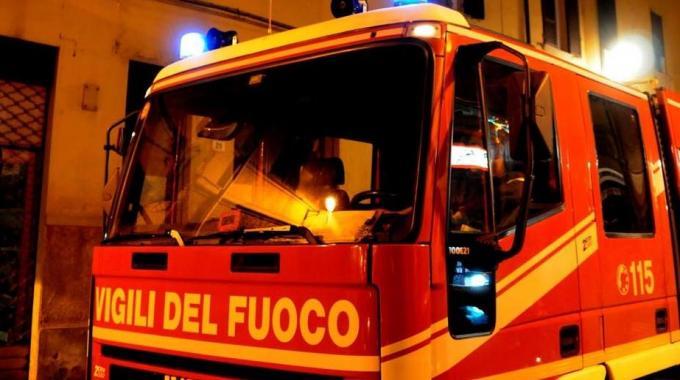 A fuoco la Citroen personale di un agente della Polizia Locale in servizio a Torremaggiore