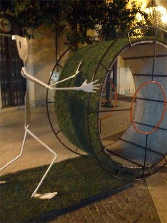 Nuova scultura in Corso Italia,polemiche su Facebook
