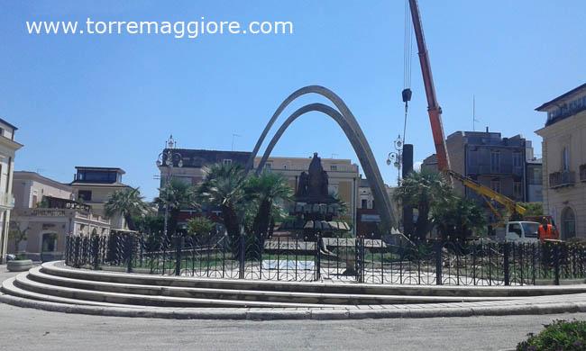 Estirpazione delle palme di Piazza Incoronazione a Torremaggiore: ecco le foto