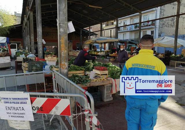 Faremo rispettare le regole per il distanziamento sociale ai mercati rionali, parola del sindaco
