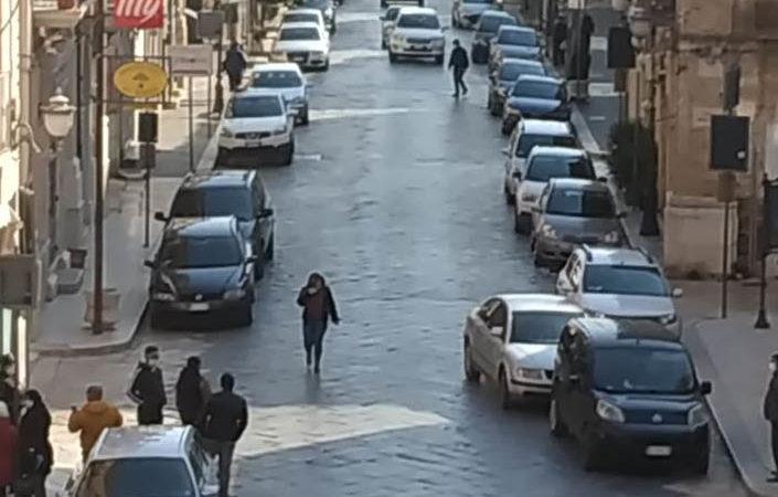 6 aprile 2020: Corso Giacomo Matteotti piena di auto e persone, i controlli dove sono?