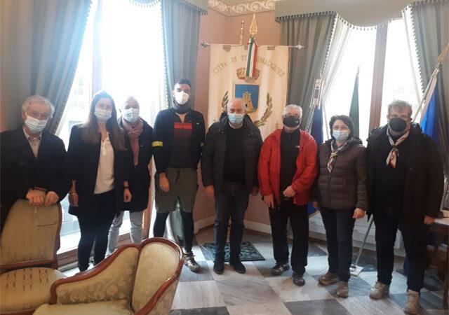 La delegazione dell'Associazione Terre di Mezzo è giunta a Torremaggiore ed è stata accolta dal Vice Sindaco Marco Faienza e dai capi scout Agesci