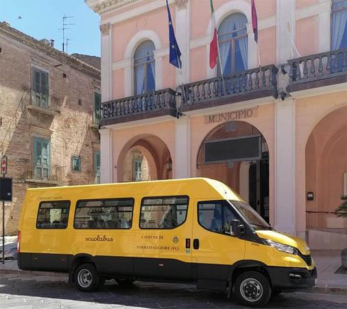 Nuovo scuolabus Iveco a Torremaggiore: l'annuncio del sindaco su Facebook