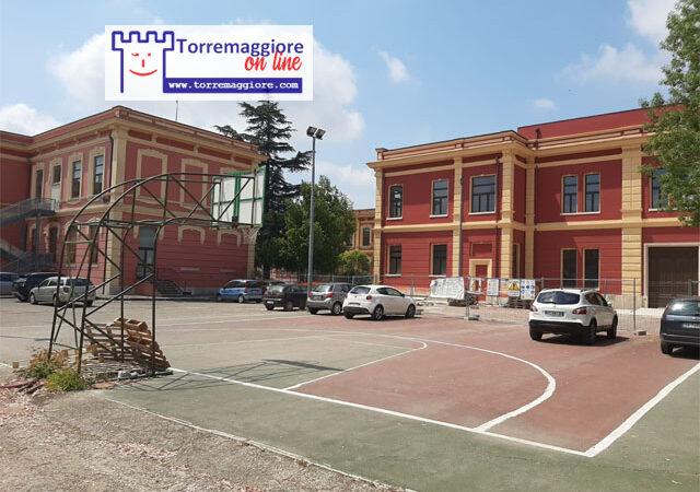 Campetto pubblico di basket presente nel cortile della  Scuola San Giovanni Bosco di Torremaggiore: quando sarà reso fruibile dopo tanti anni di degrado e abbandono?