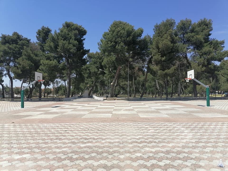 Sono tornati al loro posto i canestri da basket al Piazzale Palma e Piacquaddio dopo circa venti anni: soddisfazione del sindaco Emilio Di Pumpo