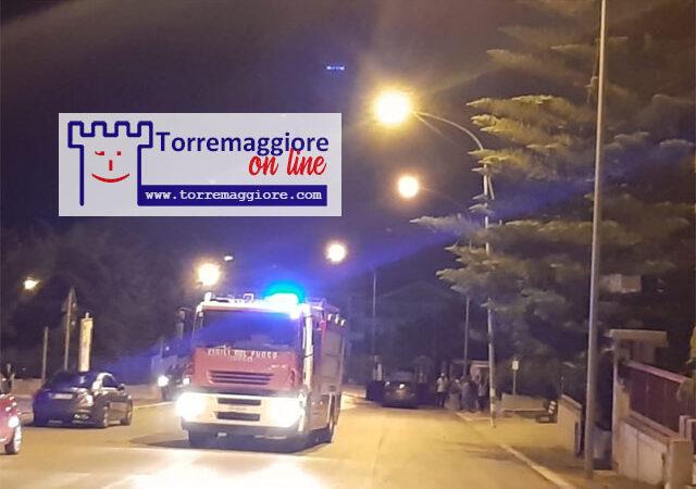 Incendio a Torremaggiore: auto in fiamme su Via Vincenzo Lamedica