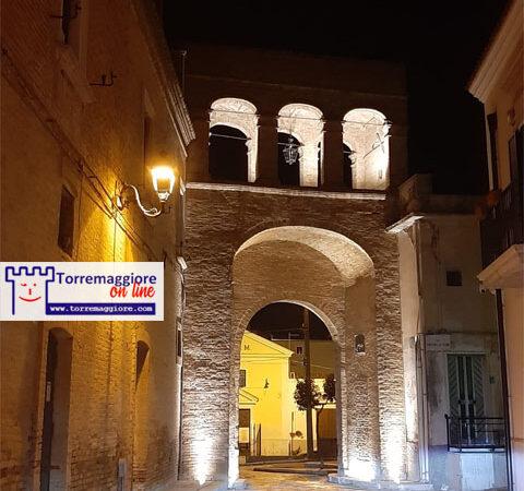Installati i corpi illuminanti per la valorizzazione artistica dell'Arco Borrelli previsti dalla Determinazione 608 del  14/12/2018 della ex amministrazione civica Monteleone
