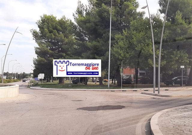 Rattoppate le buche alla rotatoria tra Via Vincenzo Lamedica/SP30/Via Maestro Ruggiero di Puglia a Torremaggiore: ecco le foto